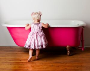crianca banheiro