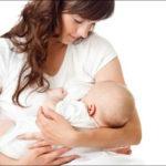 Amamentação: bebês que dormem no peito ou choram para mamar, o que fazer?