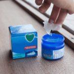 Vick Vaporub, e outros cremes mentolados: cuidado com o uso em bebês!
