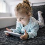 Uso de telas e os perigos para a saúde da criança
