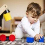 3 brincadeiras para ajudar no desenvolvimento do bebê